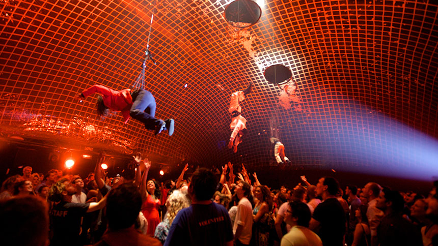 10 WTF Moments from Fuerza Bruta