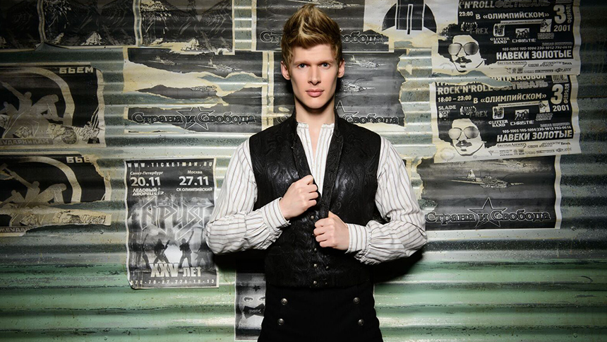 The Great Comet Star Lucas Steele Reveals How Bowie, Rudo...