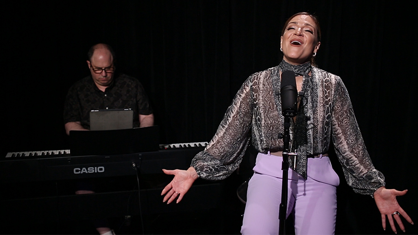 Broadway Unplugged: Shoshana Bean Performs A Stunning Ren...