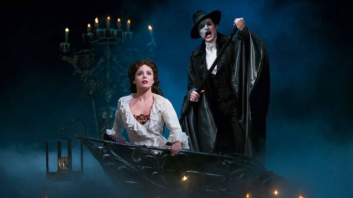 Mary Michael Patterson as Christine and Hugh Panaro as The Phantom in <i>Phantom of the Opera</I>.