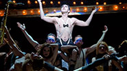 Alan Cumming as Emcee and the cast of 'Cabaret'